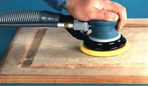 Як відреставрувати дерев'яні двері