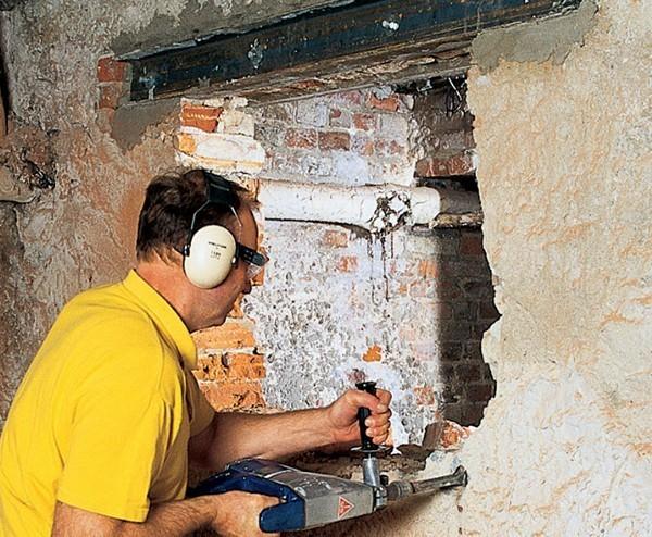 Виготовлення отвору під двері в стіні