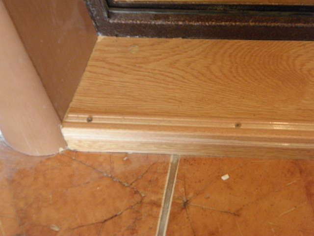 Як зробити поріг біля вхідних дверей самостійно