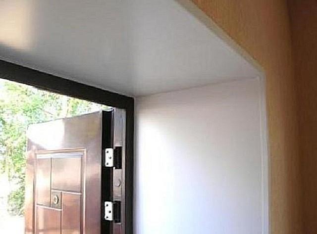 Як обробити дверний проріз вхідних дверей своїми руками