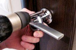 Як замінити ручку на вхідних дверях