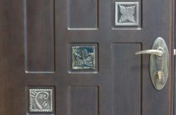 Як встановити залізні двері самостійно: інструкція