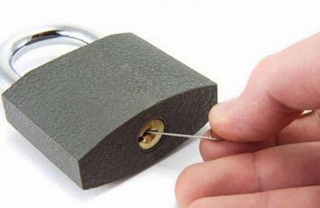 Відкриваємо навісний замок без ключа