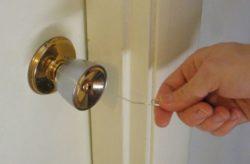 Як зламати дверний замок шпилькою або скріпкою